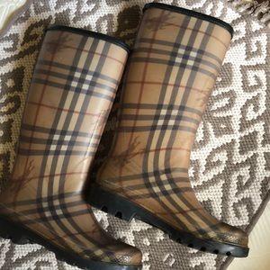 Burberry tall haymaker rain boots